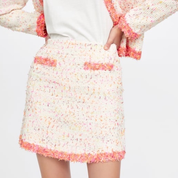 Zara Dresses & Skirts - ZARA Mini Skirt with Frayed Trim